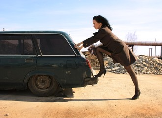 Kobieta u mechanika samochodowego