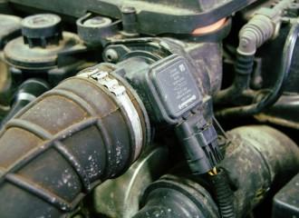 Co zrobić, gdy silnik odpala i od razu gaśnie?