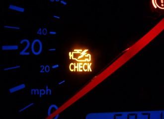 Co zrobić, gdy świeci się kontrolka silnika Check Engine?