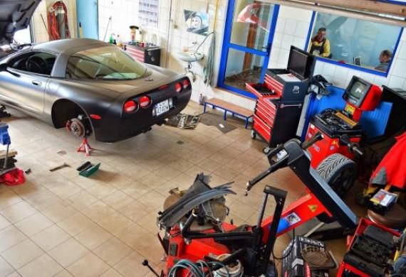 Zawieszenie w Corvette, naprawa układu hamulcowego.
