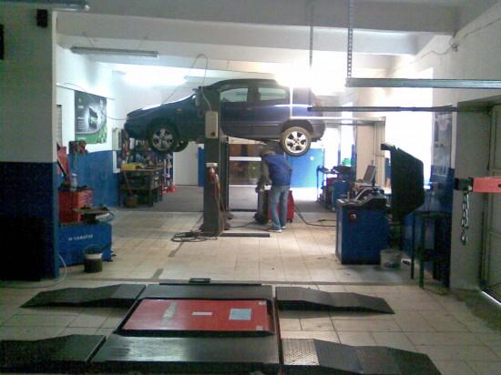 Auto Serwis DCH stanowiska napraw