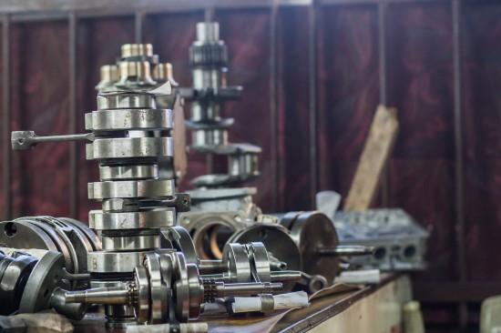 Zajmujemy się naprawą oraz regeneracją części do silników spalinowych do: