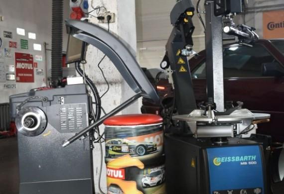 """Posiadamy urządzenie do montażu/demontażu opon MS 500 o zakresie mocowania do 20"""""""