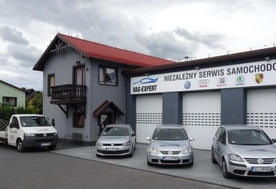 Nasz warsztat, autolaweta którą przywieziemy państwa auto i samochód zastępczy do dyspozycji na czas naprawy.