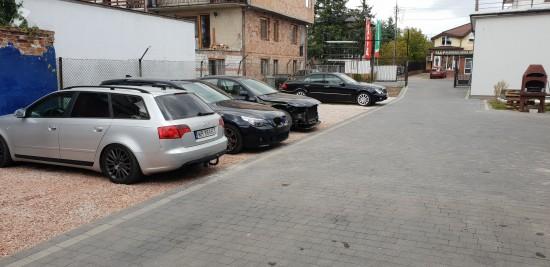 parking dla klientów AutoSerwis Kolejowa40