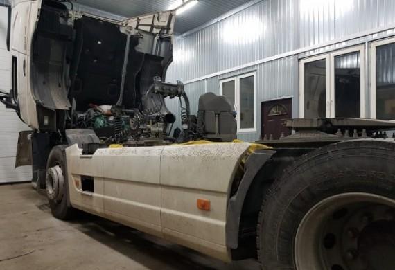 Samochód ciężarowy podczas naprawy