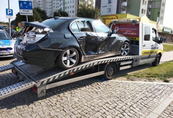 Autoholowanie wypadkowe z OC sprawcy / wszelkie formalności załatwione przez nasz Auto-serwis / klient otrzymał pojazd zastępczu