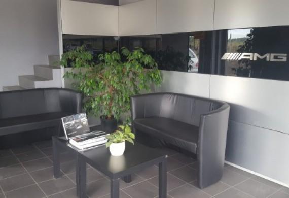 Każdy klient może wygodnie poczekać na realizację usługi, Oferujemy pyszną kawe oraz darmowe Wi-fi