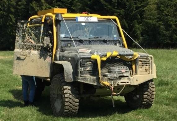 Jedno z aut przeprawowych - LR Defender 90 - przygotowane w serwisie EPC