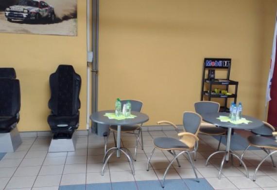 Posiadamy poczekalnie dla klientów, latem z wodą a w zimę z ciepłą herbatą.