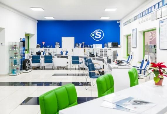 W naszym serwisie możesz komfortowo poczekać na wykonanie usługi. Oferujemy bezpłatne Wi-Fi, TV oraz dobrą kawę