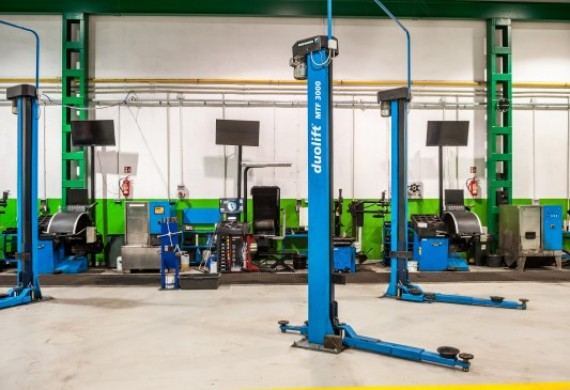 Usługi świadczymy na nowoczesnych urządzeniach.  W naszym serwisie posiadamy montażownicę bezłyżkową oraz wyważarkę Hunter, które są gwarancją profesjonalnej i skutecznej usługi.