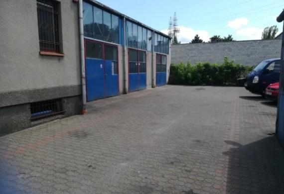 Budynek z zewnątrz warsztatu