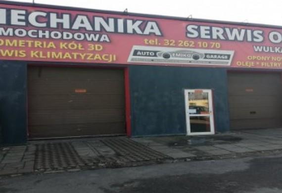 Zdjęcie frontu garażu Emiko