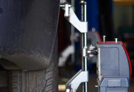 Przeprowadzamy usługę ustawienia zbieżności przy pomocy urządzenia czterogłowicowego MUNSTER