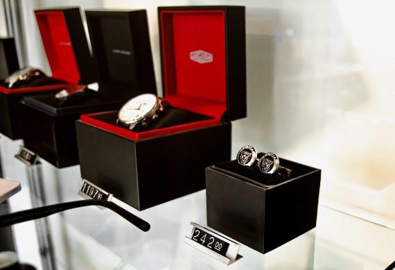 Dział części oferuje sprzedaż części oryginalnych, zamienników najwyższej jakości oraz akcesoriów i gadżetów oryginalnych.