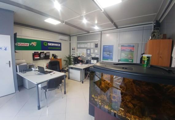 biuro obsługi serwisu, z poczekalnią dla klienta