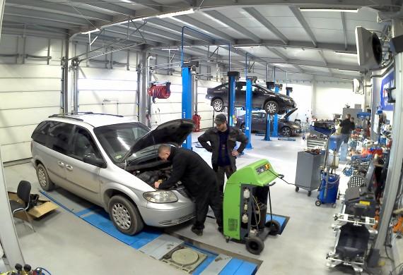 Warsztat mechaniczny przy ul. Dekerta 16, przeglądy i naprawy  samochodów, klimatyzacja, geometria