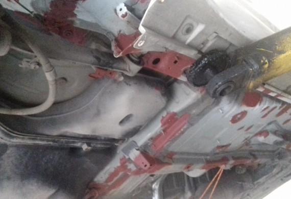 konserwacja podwozia auto w podkładzie ogniska korozji usunięte