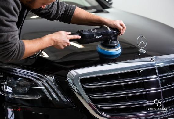 Przed aplikacją powłok ochronnych, każde auto przygotowywane jest pod kątem usunięcia wszelkich niedoskonałości lakieru, tak aby efekt finalny był idealny
