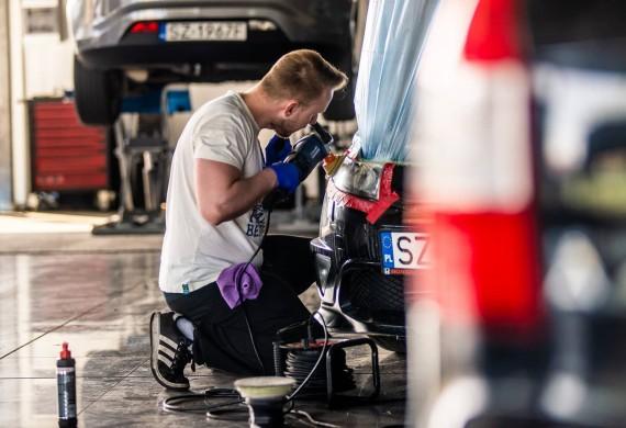 - Mycie samochodu z zew/wew  - Polerowanie reflektorów - Niewidzialna wycieraczka - Powłoki i korekty lakieru  Czyszczenie auta już od 120 PLN.