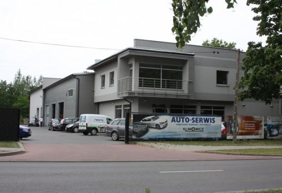 Zdjęcie główne serwisu samochodów osobowych i dostawczych.
