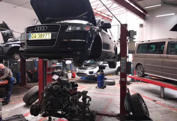 Diagnozy usterki naprawy mechaniczne  Przyjeżdżając do nas masz pewność, że wyjedziesz sprawnym samochodem. Pracujemy na urządzeniach dedykowanych do konkretnych marek aut, a doświadczeni serwisanci dbając o każdy szczegół wykorzystują najnowsze sposoby napraw.