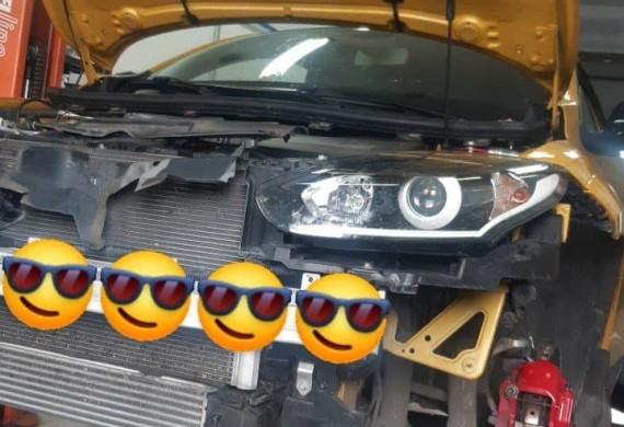 Renault Megane III RS- rozpoczęliśmy wieloetapową pracę nad modyfikacjami celem zwiększenia wydajności oraz mocy,  zwiększenie wydajności układu hamulcowego. W tym celu zastosowaliśmy znane ze świata motorsportu wyczynowe klocki hamulcowe Carbone Lorraine RC6 oraz dedykowany wyczynowy płyn hamulcowy Motul RBf 660. Zmiany, których juz dokonaliśmy to montaż 3calowego DOWNPIPE owiniętego bandażem termicznym, montaż mega wydajnego intercooler'a firmy Wagner. To wszystko zakończysliśmy przygotowaniem samochodu do jutrzejszego strojenia na hamowni poprzez kompletny serwis olejowy, wymiane oleju na 5w50, wkladki filtra powietrza Pipercross i nowymi irydowymi świecami NGK  @rrtuning.pl   #renault #meganers #sport #downpipe #hamownia #strojenie #pipercross #wagner #moc #motorsport #carbonelorraine #motul #rbf660  #ngk #serwissamochodowy #speedcar #kraków #warsztaty #nazaretańska71 #dobrymechanik