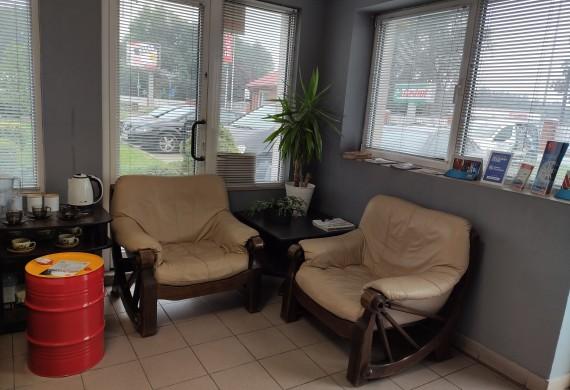 Poczekalnia dla klientów - klimatyzacja - kawa, herbata, woda