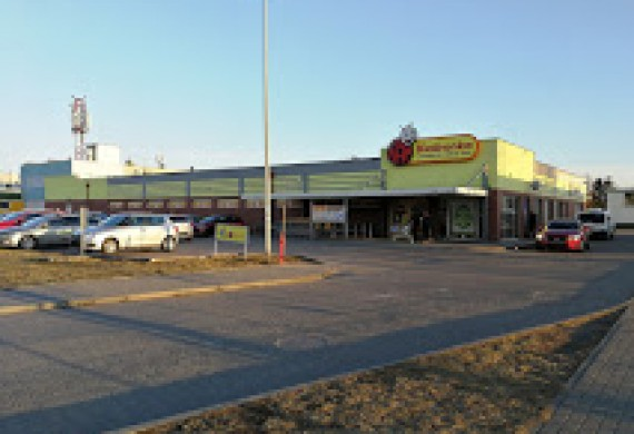 Parking sklep Biedronka wjazd