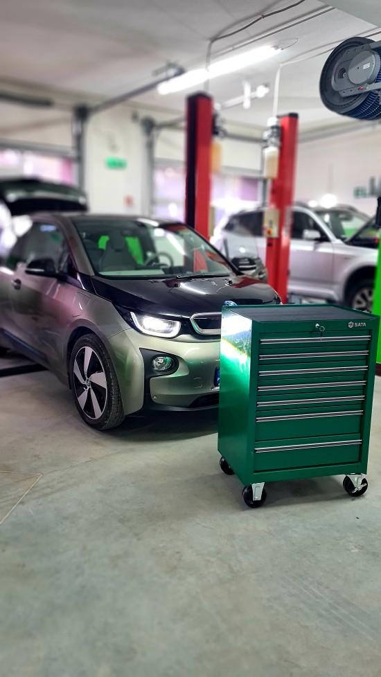 Eco Garage BMW MINI elektronika i hybrydy Warszawa