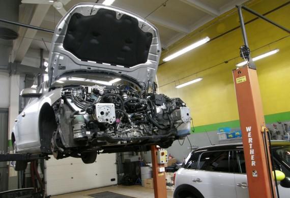Wymiana silnika w samochodzie Volvo 5C