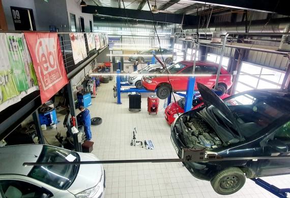 Auto Klinika w czasie pracy