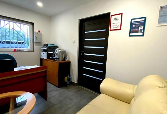 Komfortowe biuro i poczekalnia dla klientów.Czuj się u nas jak j siebie w domu