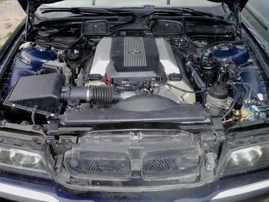 BMW 744  8 cylindrów