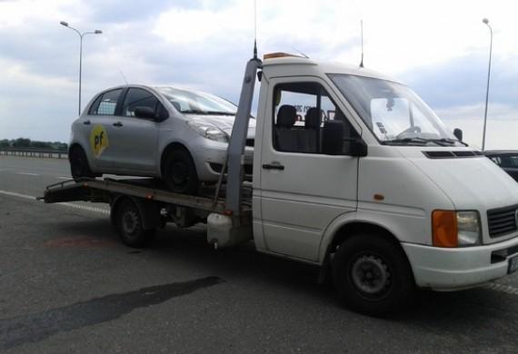 Transport samochodu flotowego.