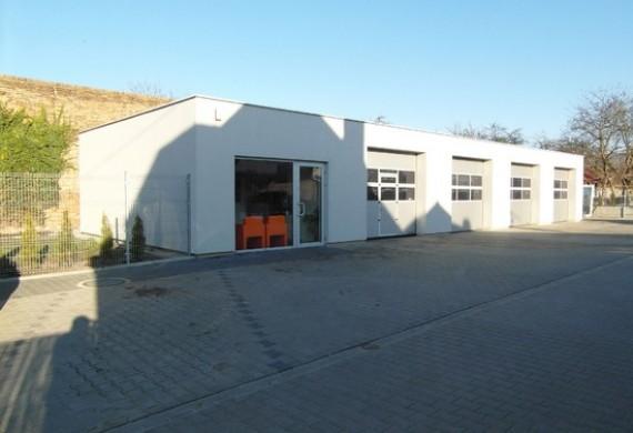 Warsztat znajduje się przy ul. Sobieskiego 107 w Luboniu.