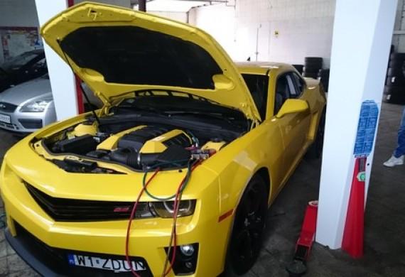 Piękne Camaro SS podczas naprawy klimatyzacji...