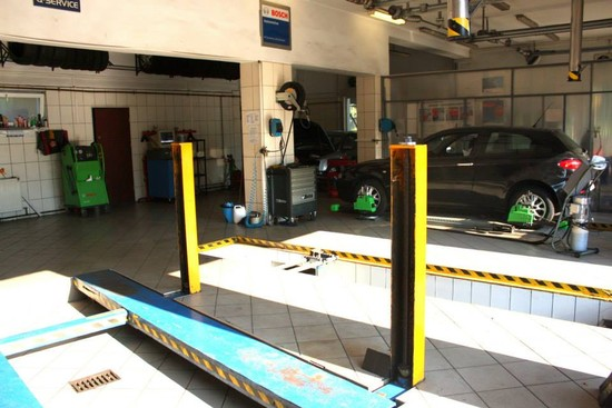 Hala naprawcza serwisu aut osobowych i dostawczych