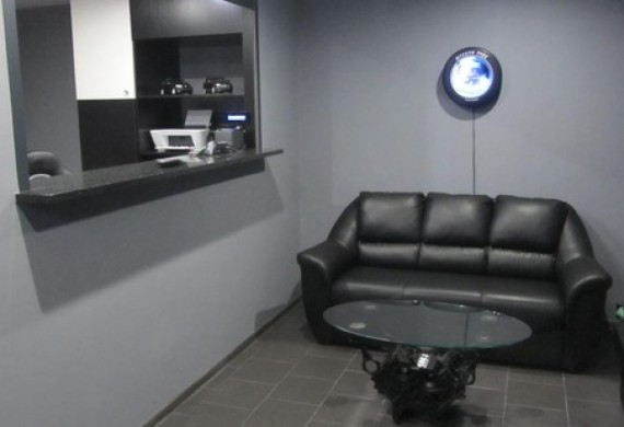 Tu przy filiżance dobrej kawy mogą państwo poczekać na wykonanie usługi.