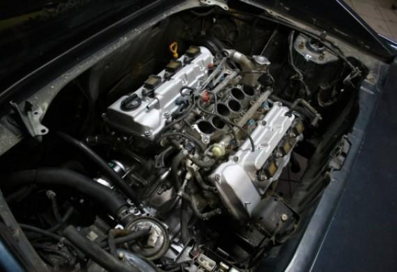 Jeśli twoja aktualna jednostka napędowa nie spełnia Twoich wymagań - czas zastąpić ją inną. Na zdjęciu - 3.0 V6 zastąpiło 2.0 16v w nadwoziu Toyoty MR2