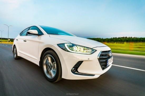 Hyundai Elantra Białystok - widok jadącego samochodu
