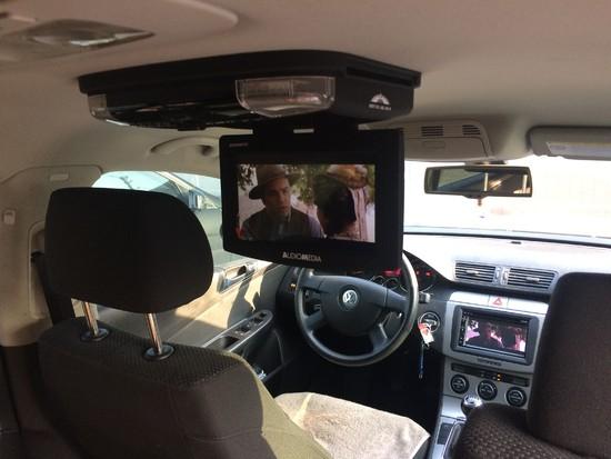 VW Passat 2008r montaż nawigacji i monitora podsufitowego