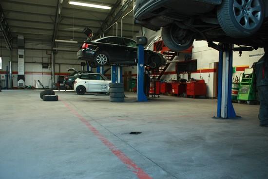 Stanowiska naprawy samochodów
