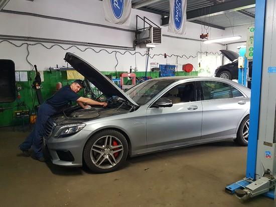 Mercedes S63 AMG 585KM V8